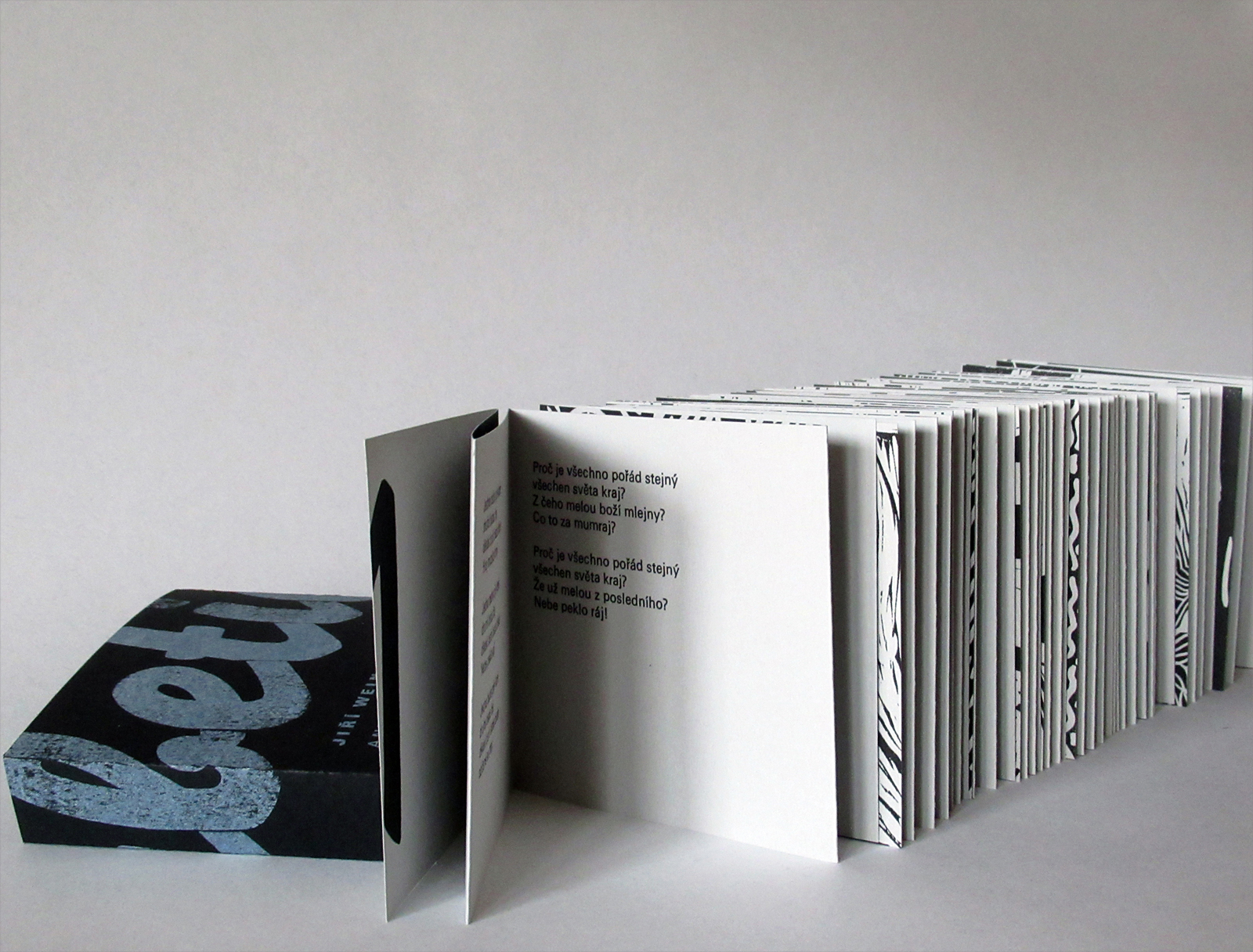 (sbírka poezie) <br> linoryt a linořez, <br> ruční sazba, knihtisk <br> semestrální práce, 1. ročník <br> 2018/19 G1A 01