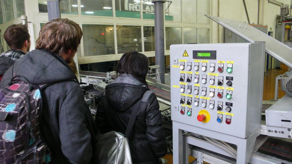 Studenti G2B na exkurzi v tiskárně Svoboda Press v rámci výuky technologie tisku.